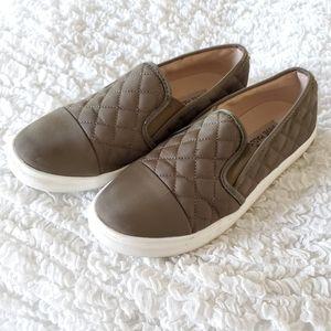 Steve Madden olive green loafers size 7.5